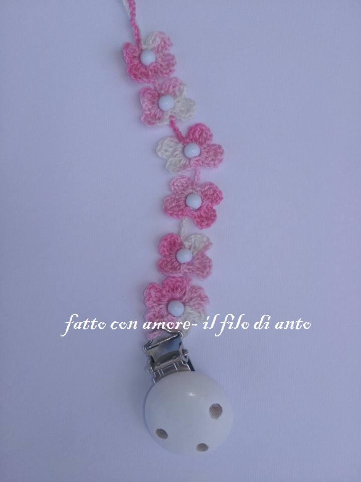 Catenella porta ciuccio a fiori rosa