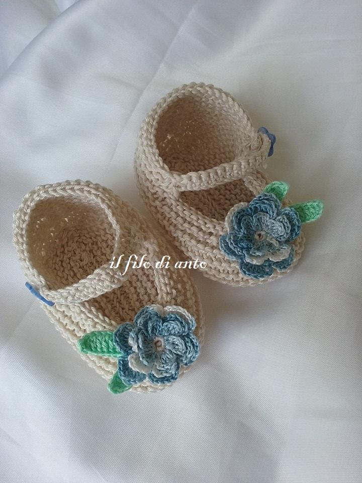 Scarpine bambina beige con fiore azzurro e foglioline