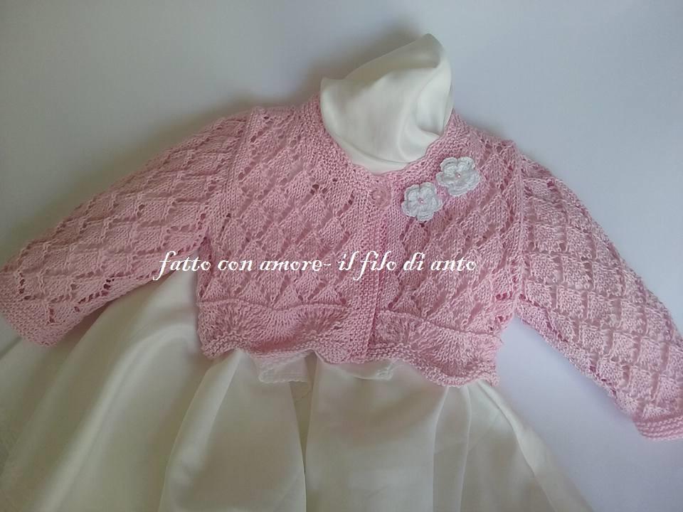 Coprispalle / cardigan /maglia rosa con lavoro traforato e fiori bianchi