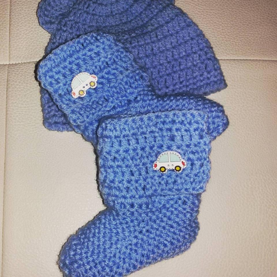 Cappellino e scarpette bebè stivaletti UGG  NEONATO azzurro