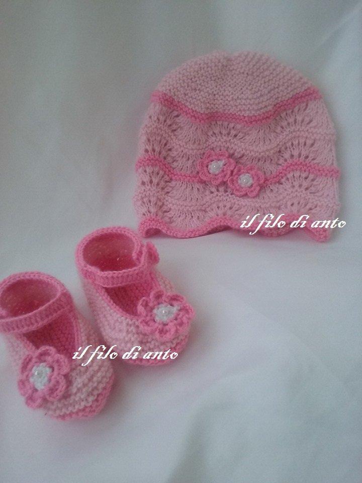 Cappello e scarpine in pura  lana  baby 100% rosa con fiorellini