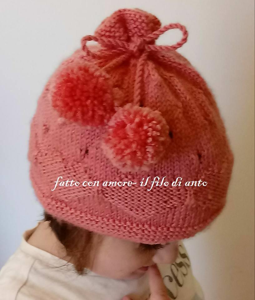 Cappello rosa con cuori e pom pom