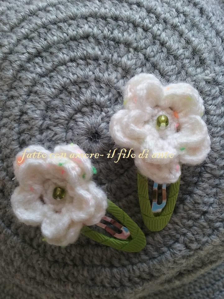 Coppia fermacapelli bambina con fiore bianco