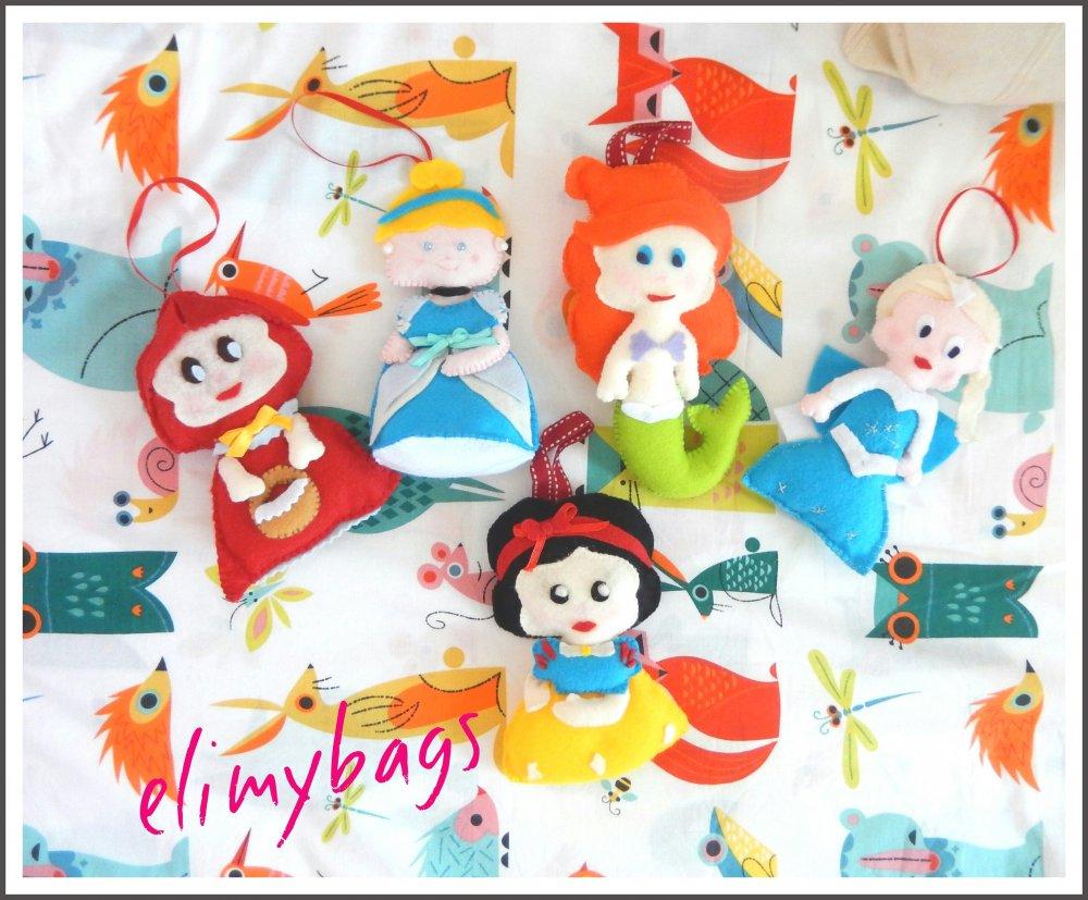 Bambole principesse in feltro da appendere per la cameretta, il gioco o  sull'albero di Natale al posto delle solite palline