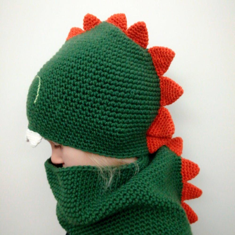 Berretto e scaldacollo dinosauro/draghetto