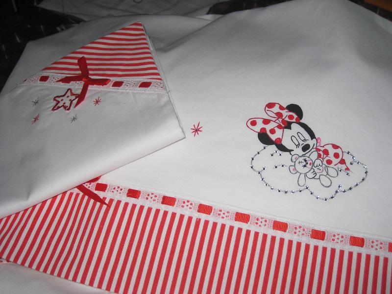 lenzuolino con cuscino  di minnie baby pulman dipinto a mano,con strass