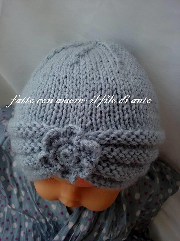 Cappello in pura lana con fiore