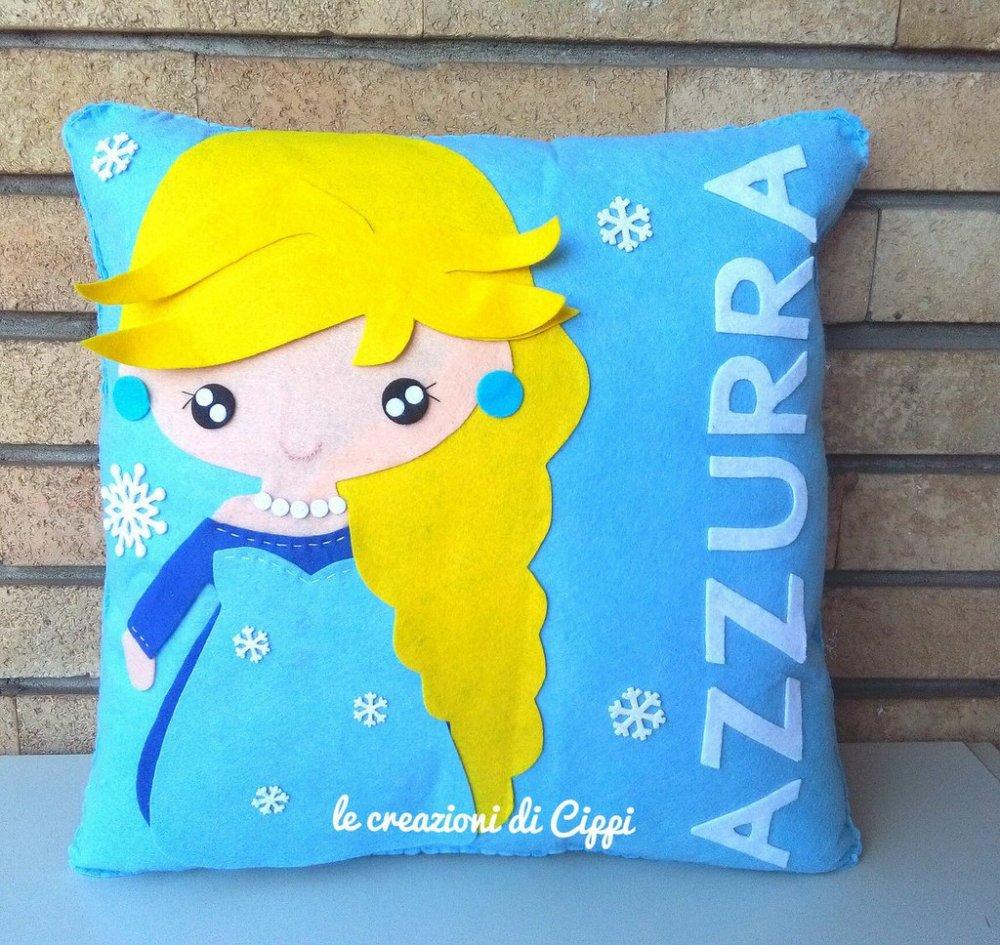 Cuscino principessa personalizzato con nome fatto a mano in pannolenci.