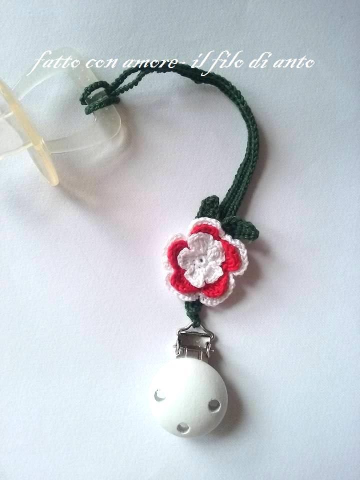 Catenella porta ciuccio con fiore rosso e bianco