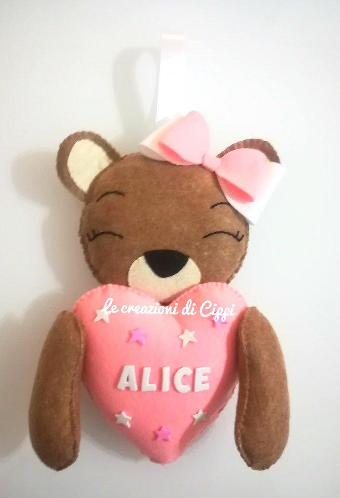Fiocco nascita orsetta con cuore in pannolenci personalizzata con nome