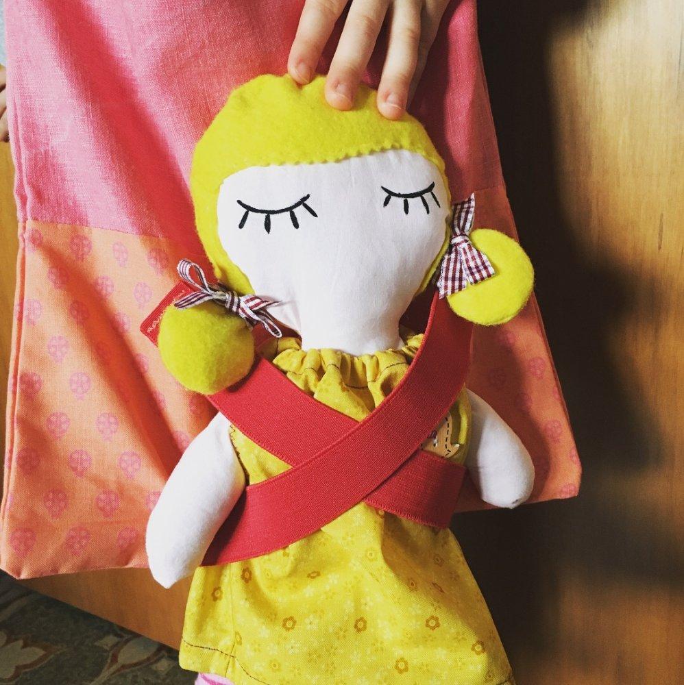 Cinzia, bambola di pezza con borsa