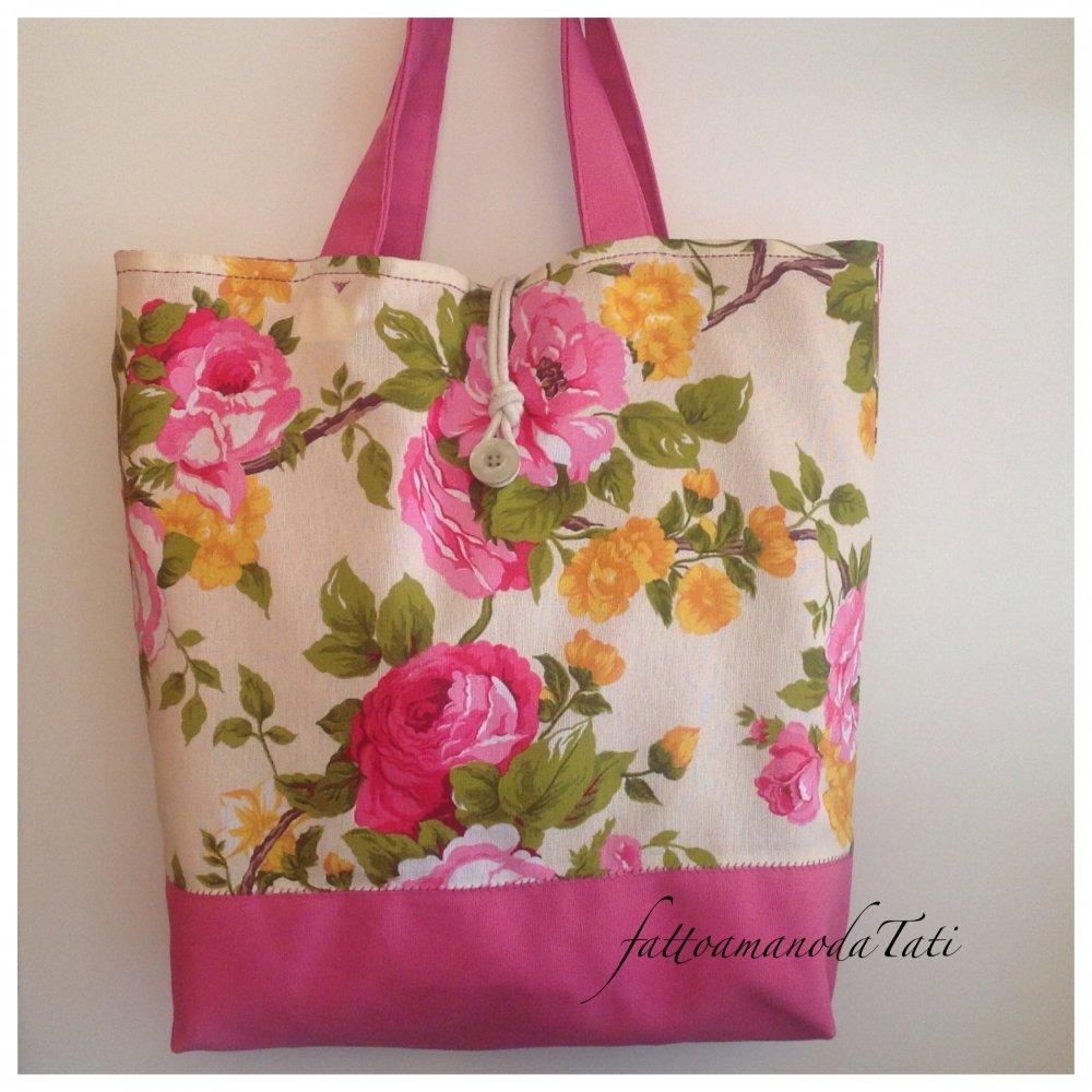 Capiente borsa in cotone floreale sui toni del rosa,giallo e verde