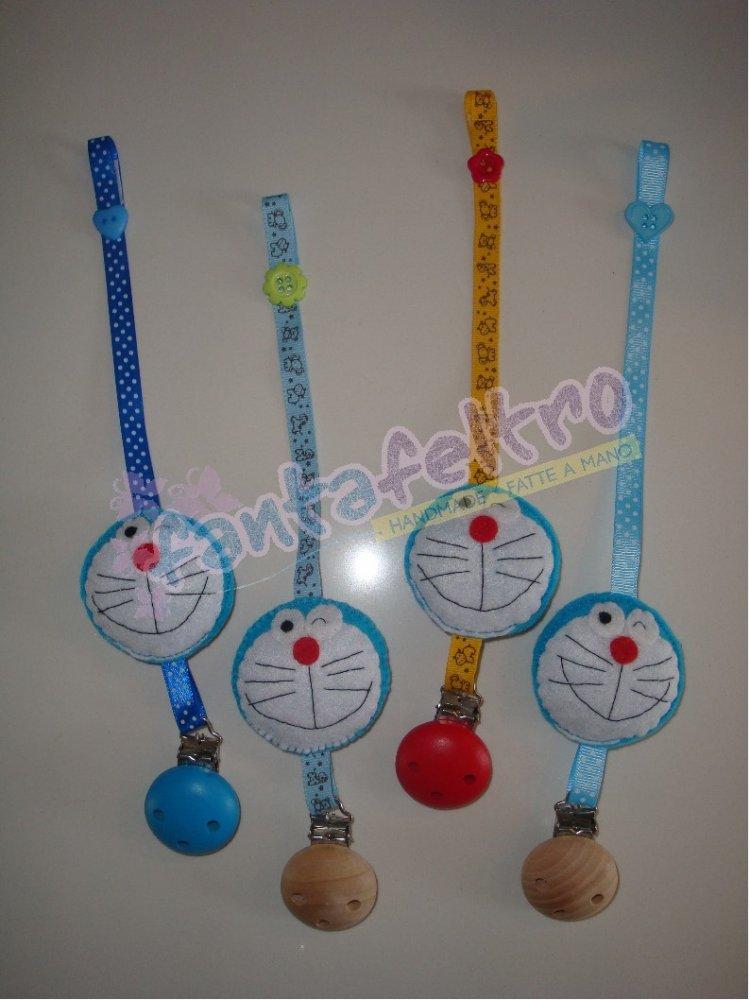 Portaciuccio con clip con Doraemon