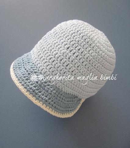 Cappellino neonato/cappello bambino con visiera fatto a mano - uncinetto - cotone celeste