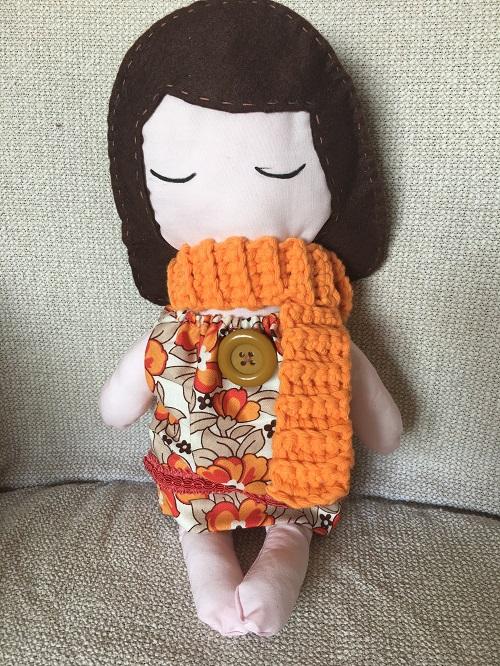 Doll con caschetto castano