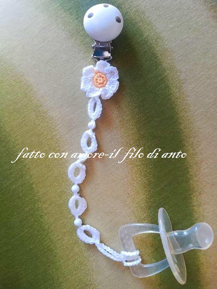 Catenella portaciuccio bianco con fiore