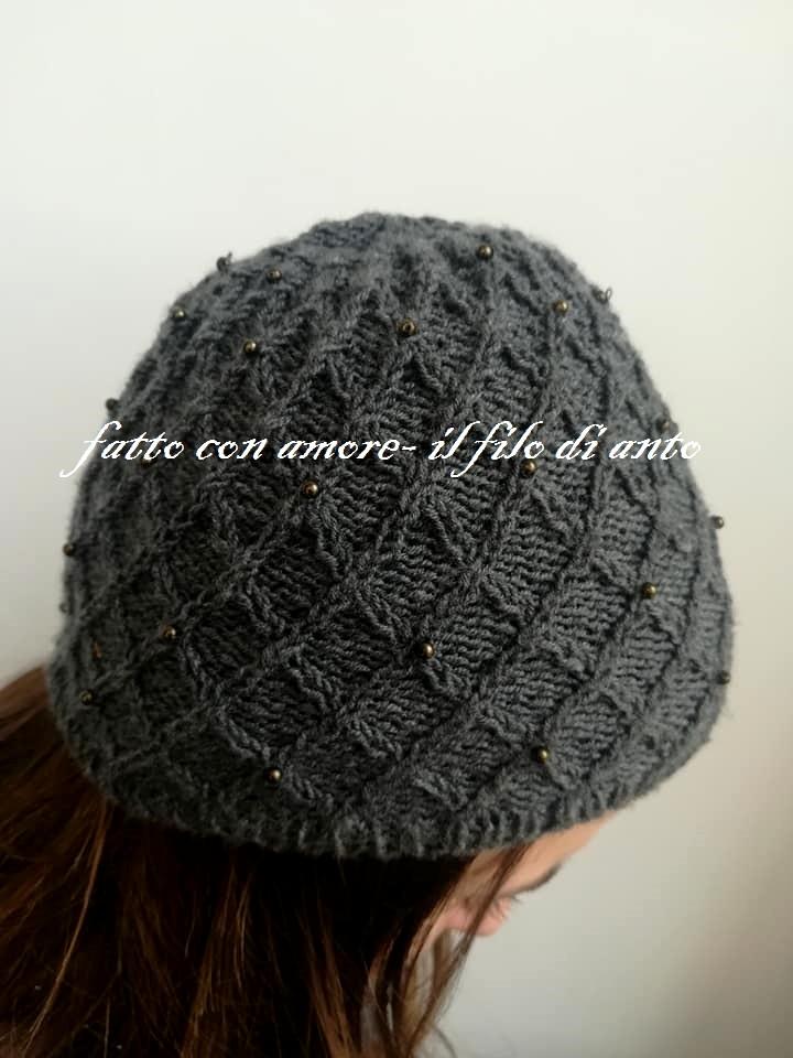 Cappello in pura lana merinos con perline
