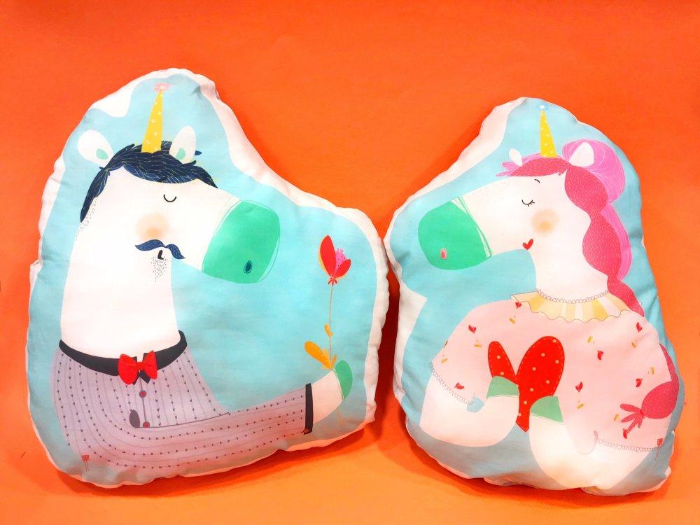 Pupazzo cuscino unicorno illustrato in cotone imbottito