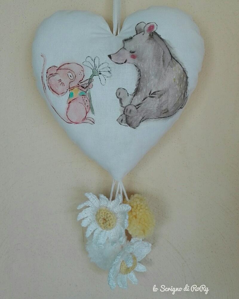 Decorazione per culla dipinta a mano