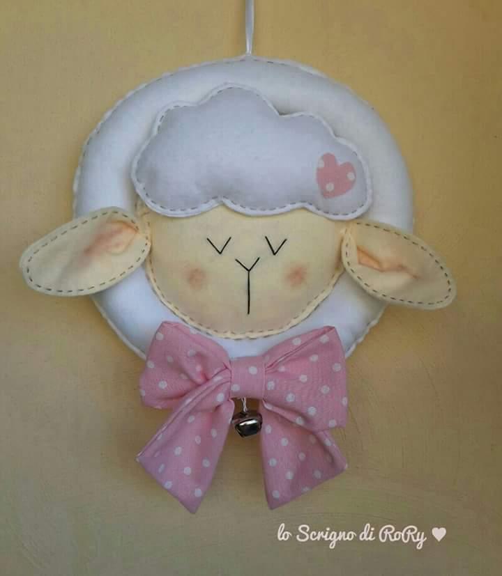 Fiocco nascita: una tenera pecorella