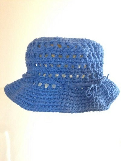 Cappello in cotone bluette per bambine