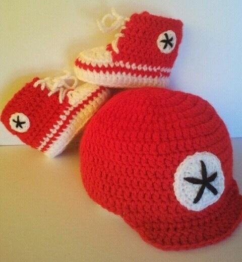 Set berretto e scarpine stile converse per neonato